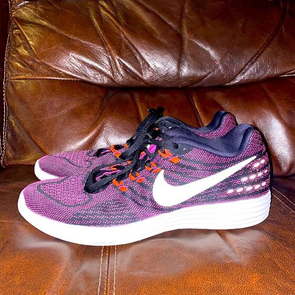 Women's size 8.5 Nike Lunar Tempo 2 sneakers!